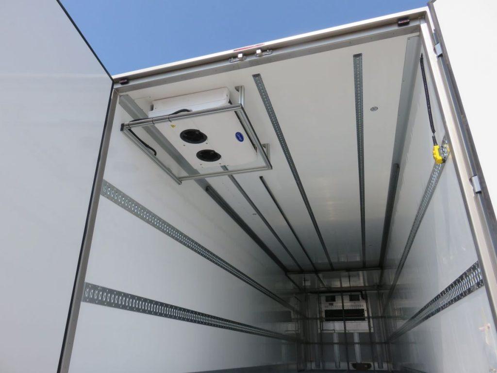 Disponemos de frigos bitemperatura de 2,70 de altura y con ADR